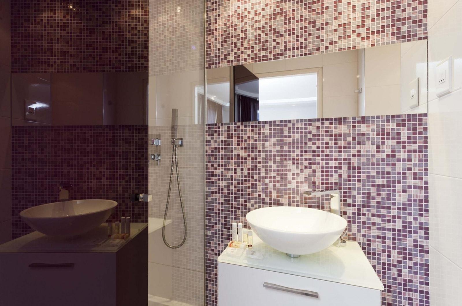 gallery - color design hotel - paris - gare de lyon - bastille